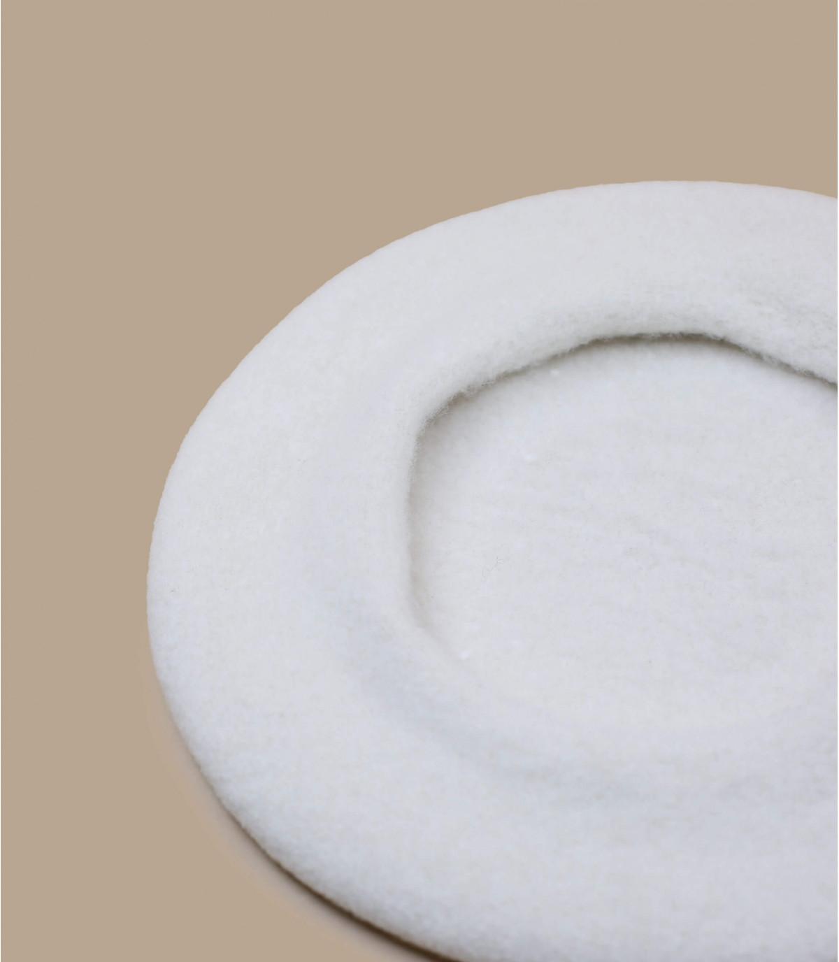 boina de lana blanca