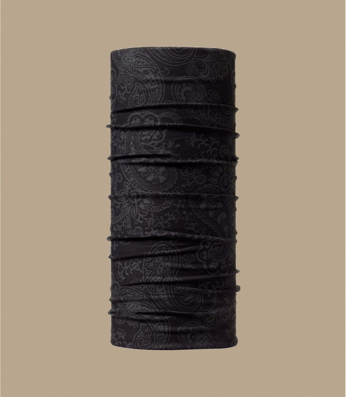 modelo negro de cuello redondo de color de ante