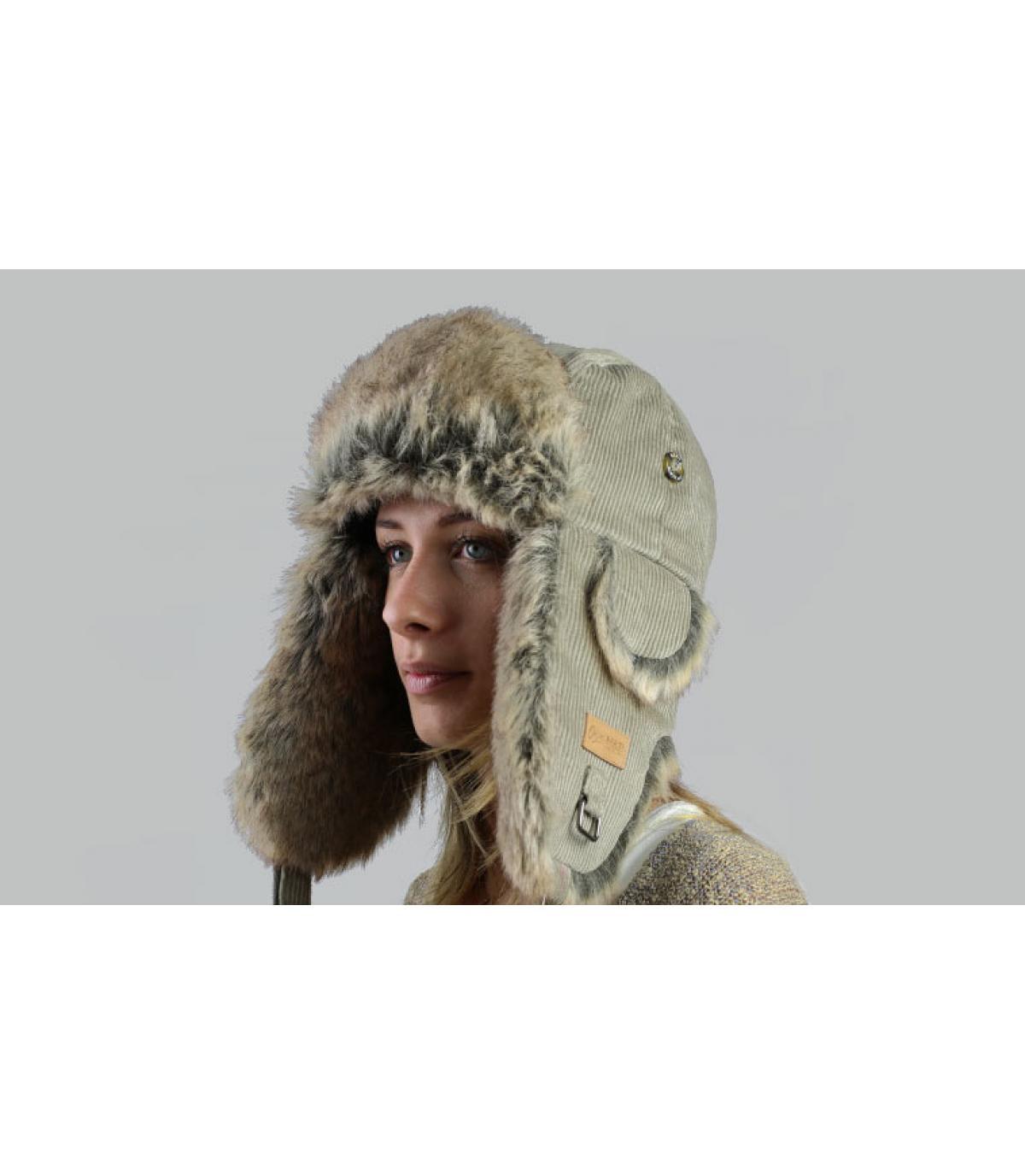 Gorro ruso mujer beige