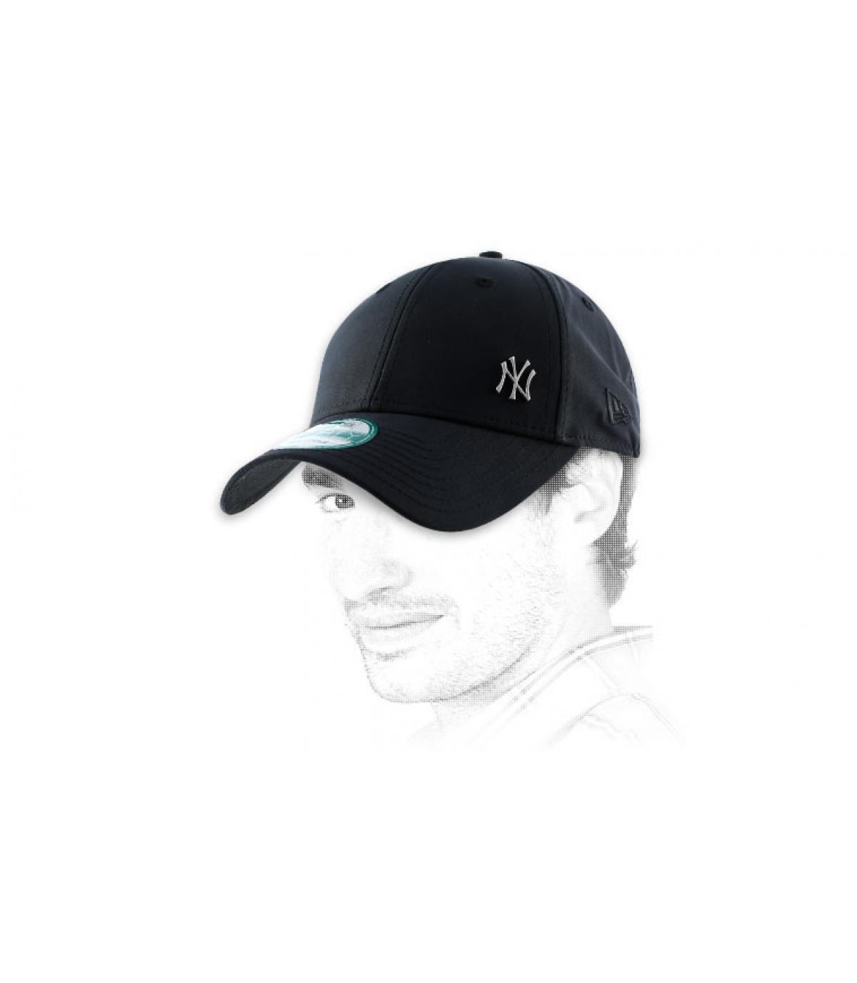NY casquillo negro pequeño logotipo