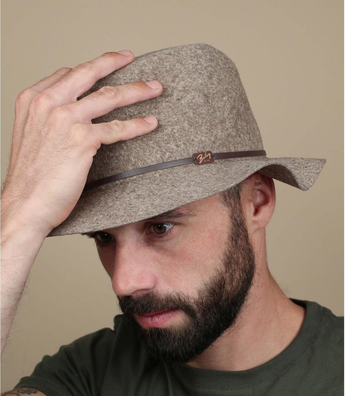los hombres sombrero de ala flexibles