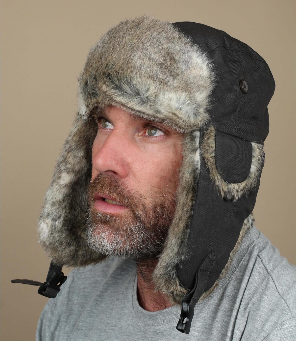 Oscuro sombrero de cazador de gris