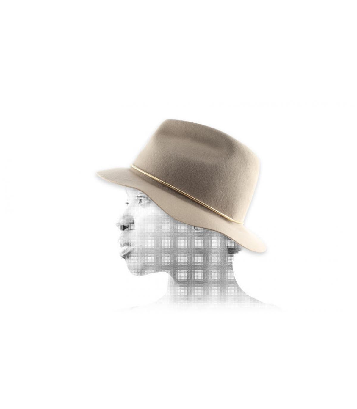 Las mujeres sombrero de ala