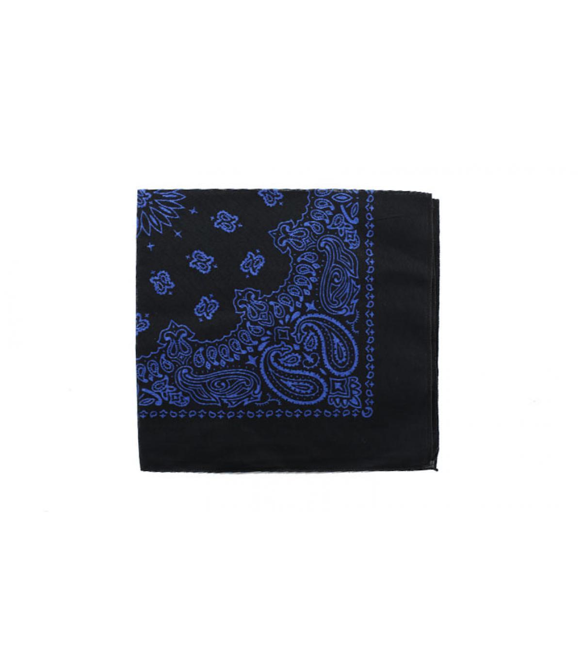 pañuelo de color azul oscuro
