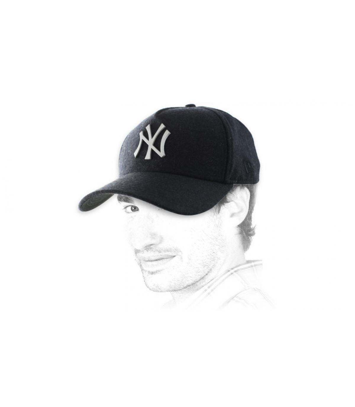 Negro sombrero del logotipo del metal de NY