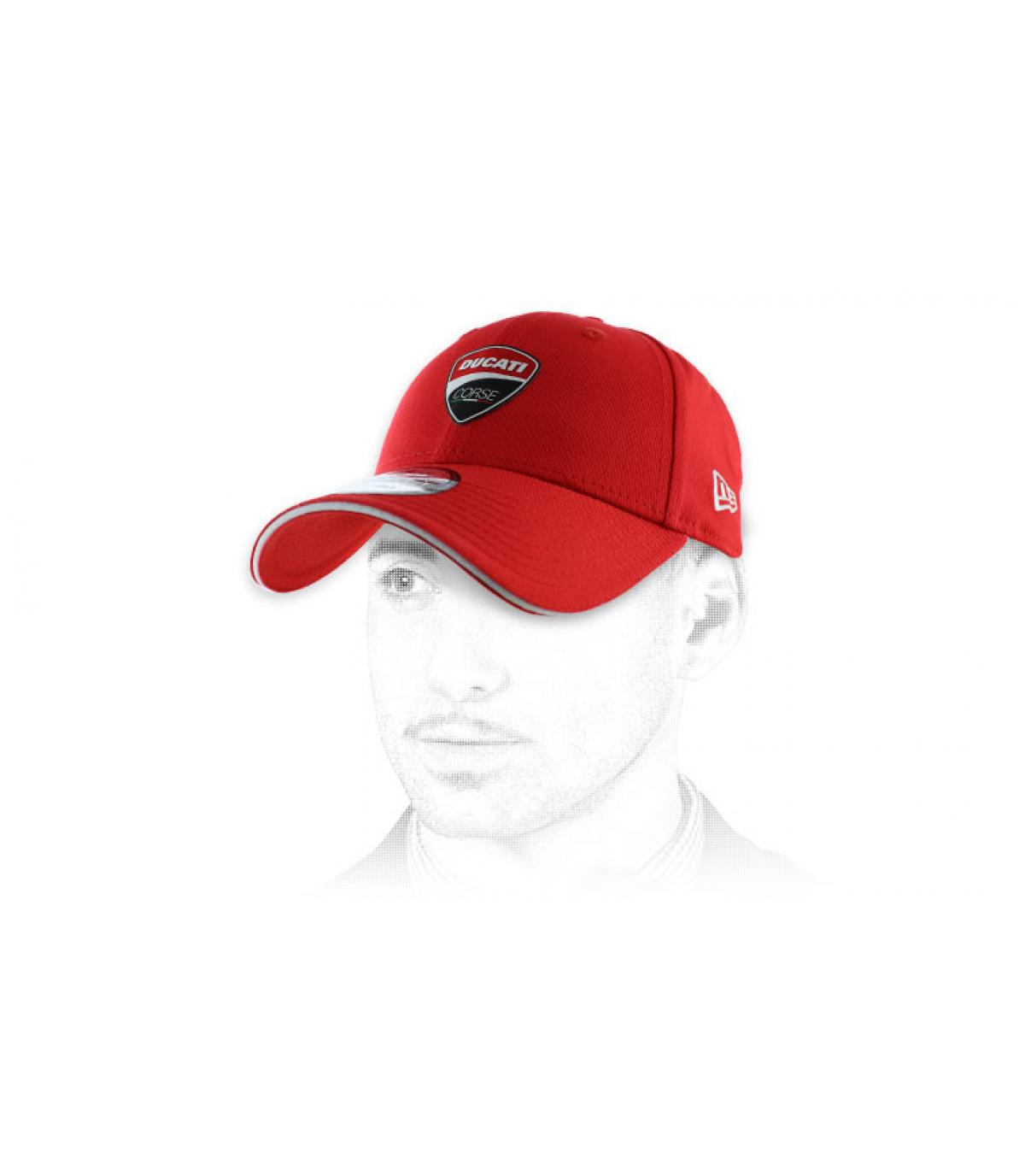 gorra roja Ducati