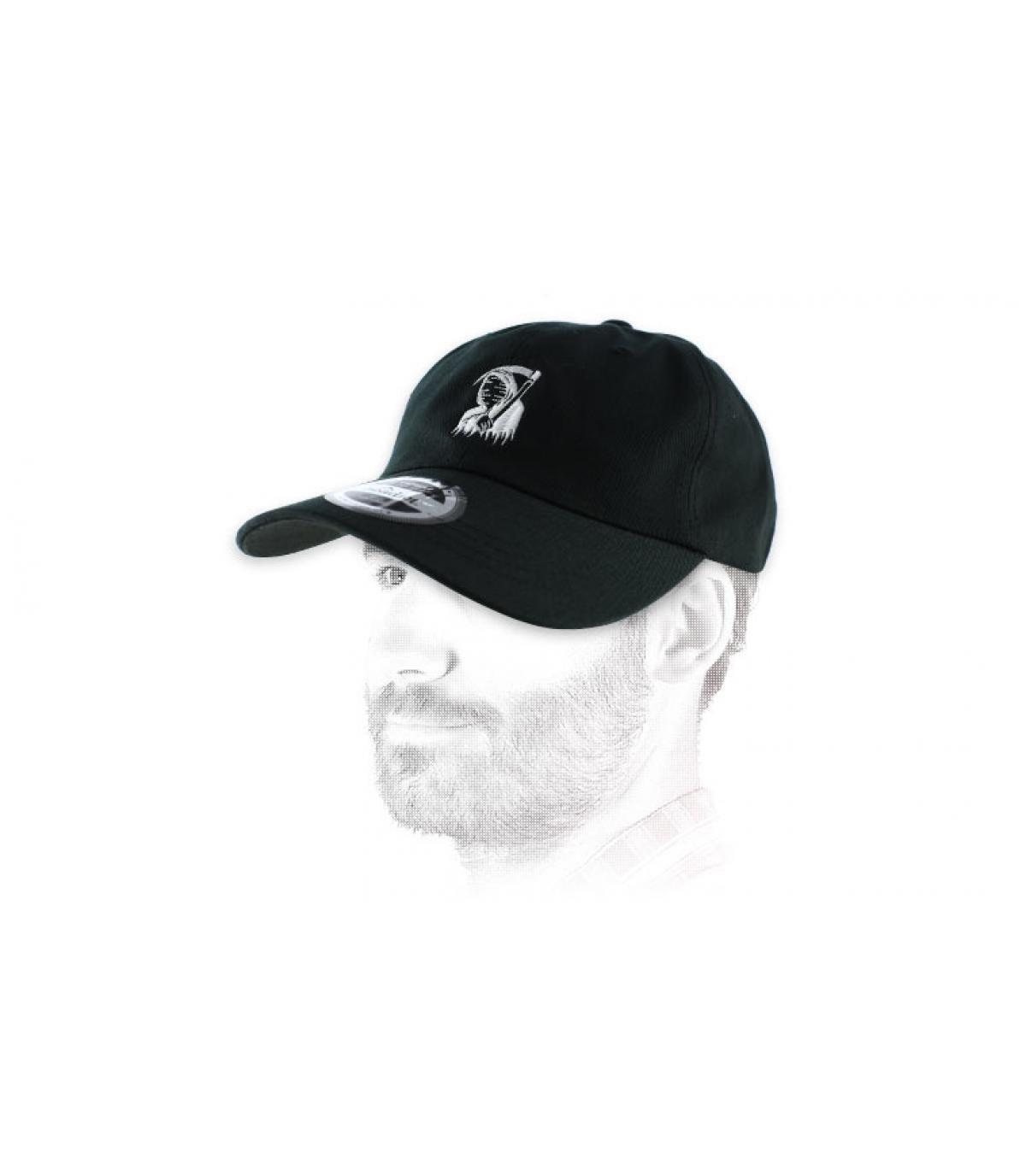 curva de gorraa de color negro segadora