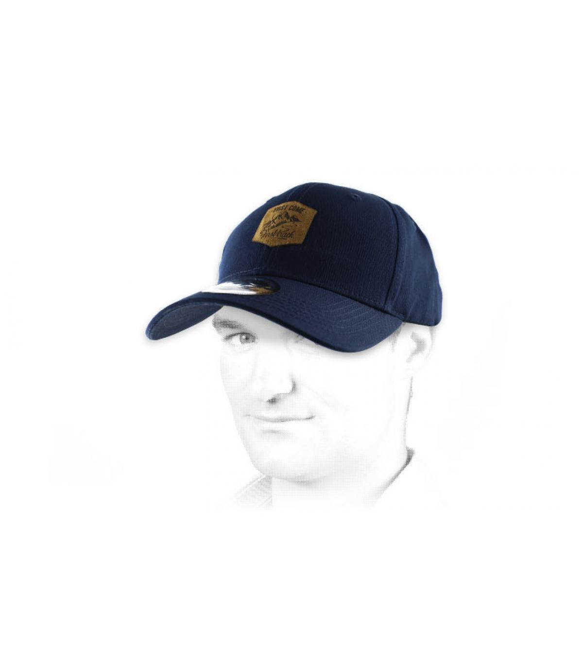gorra curva azul viene primero