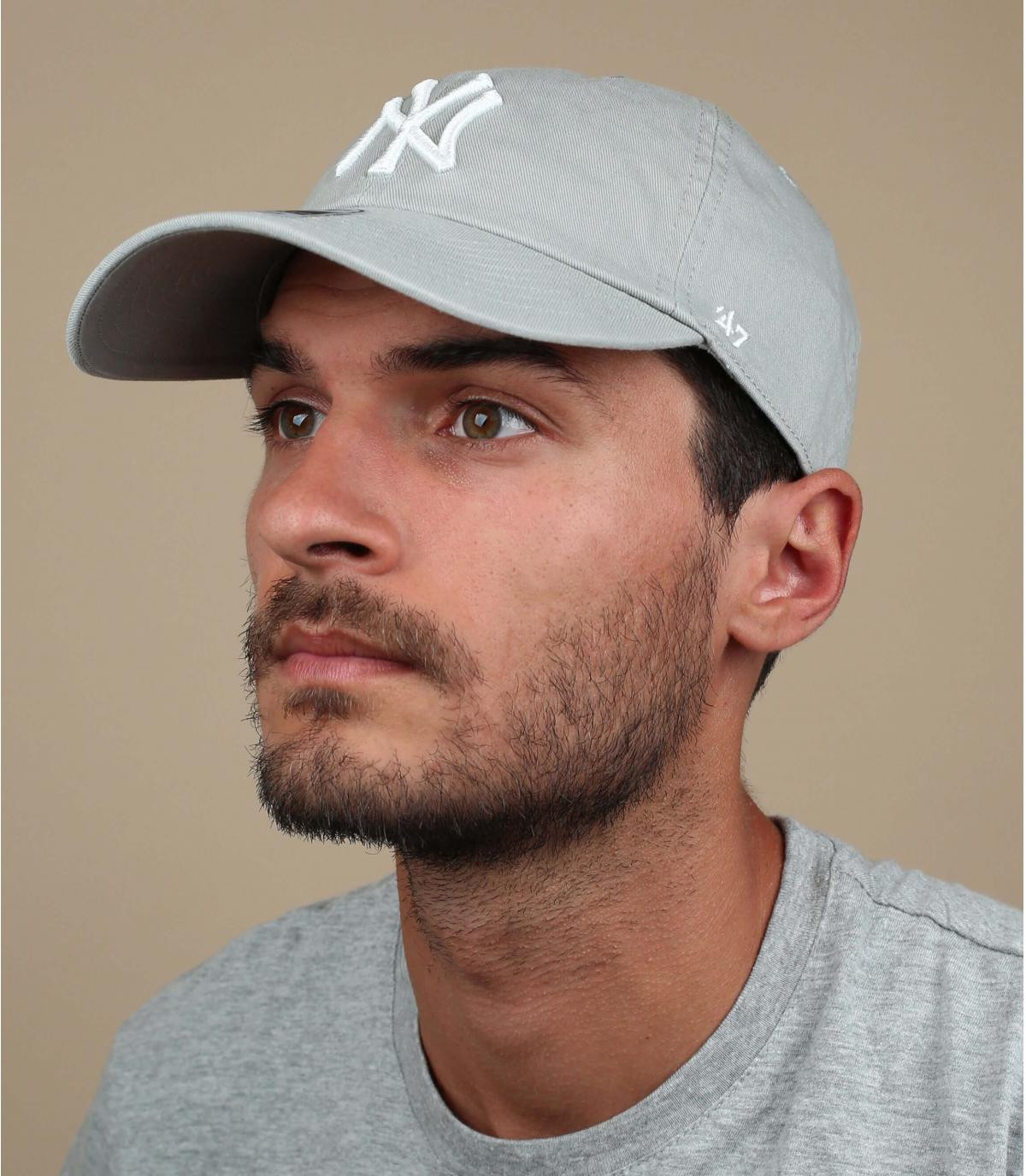 NY gorra gris curva de luz