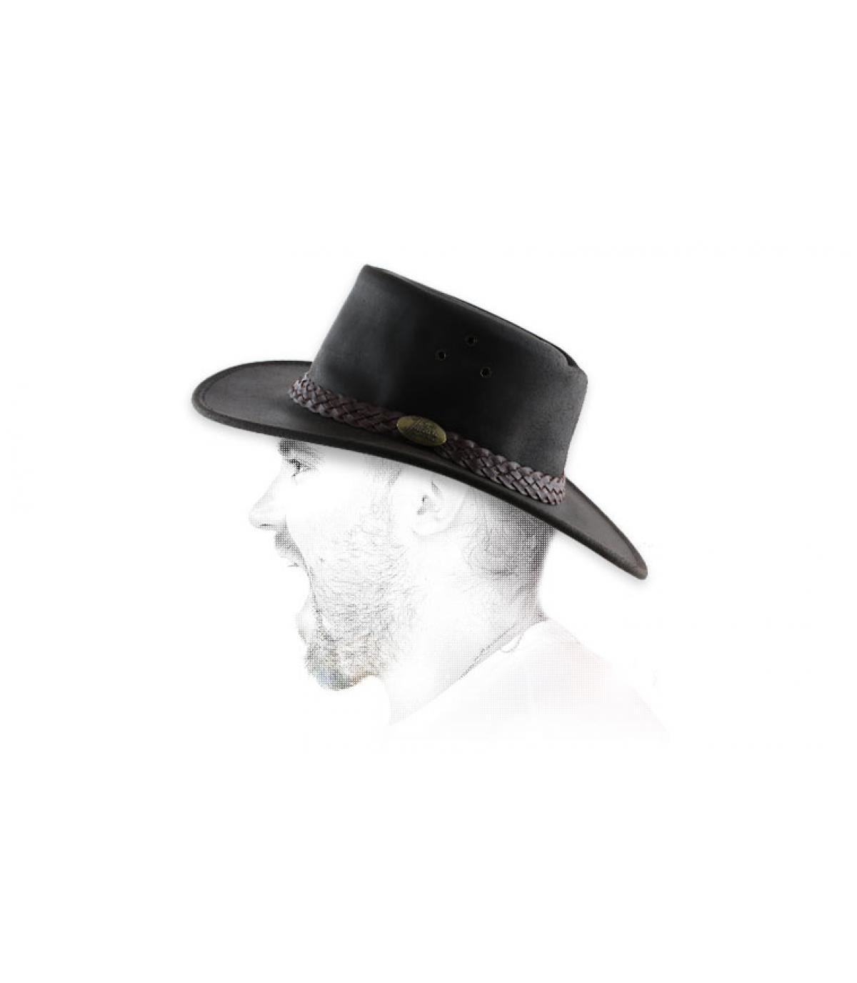 sombrero marrón de cuero engrasado
