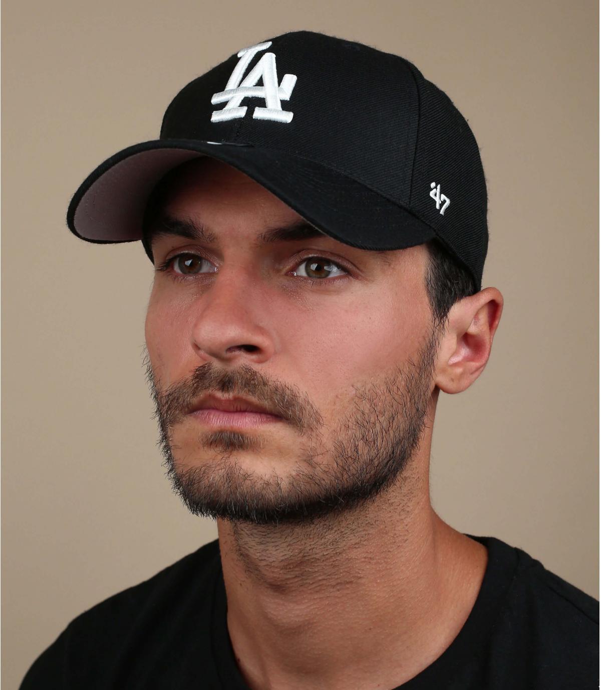 La gorra negro