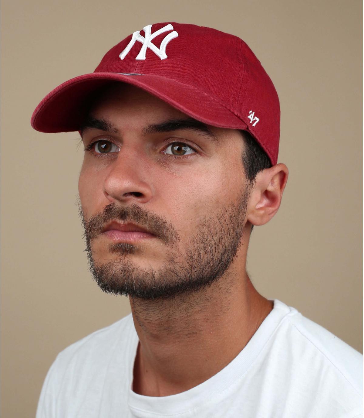 curva gorra roja NY