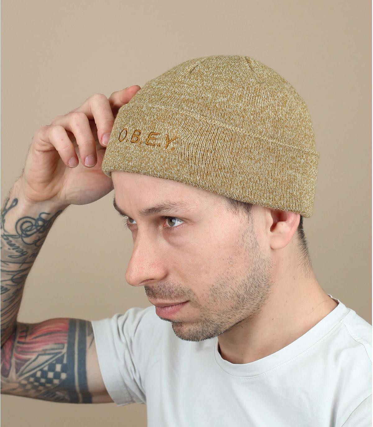 gorra de color beige Obey