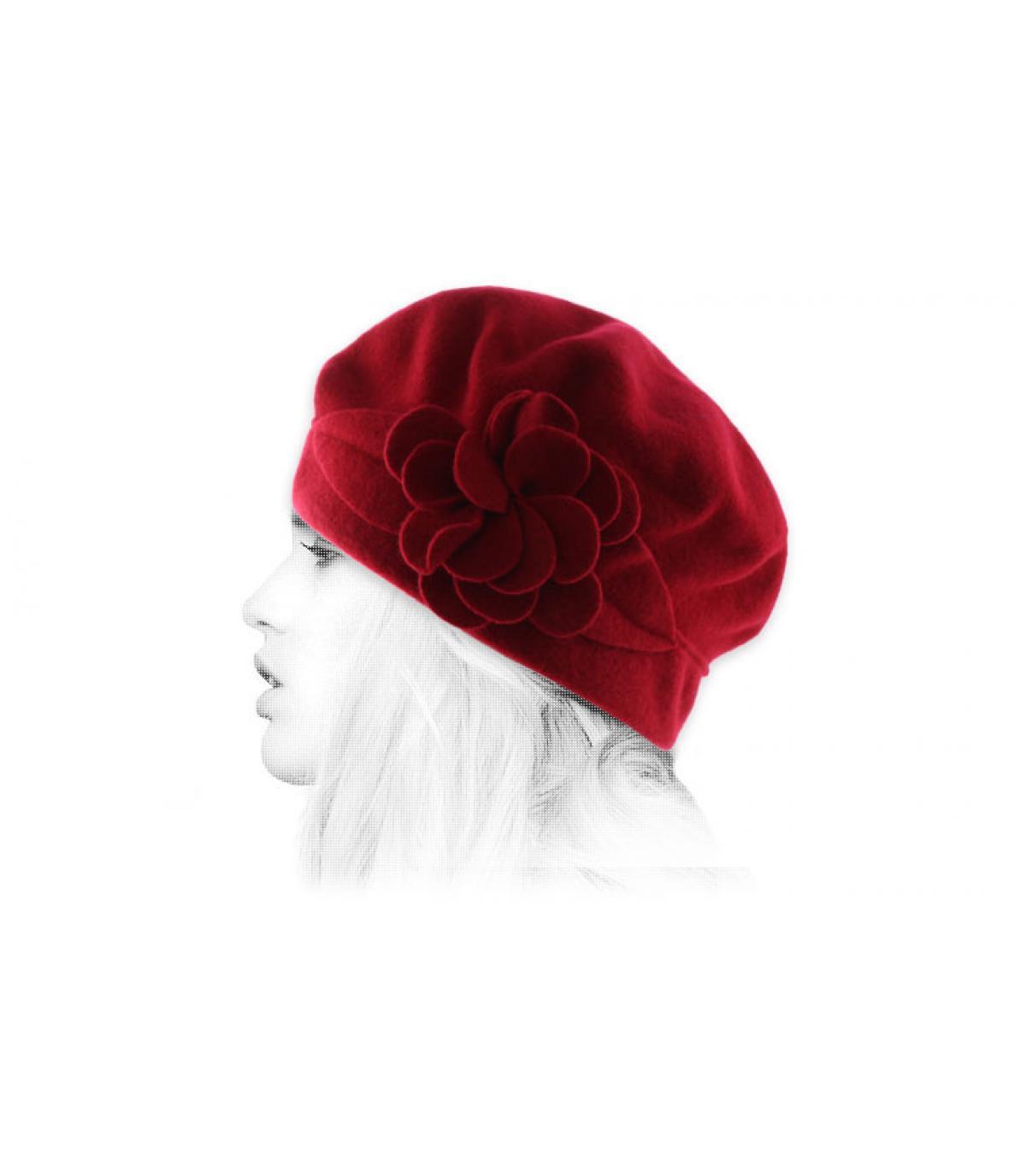 gorro de lana flor roja