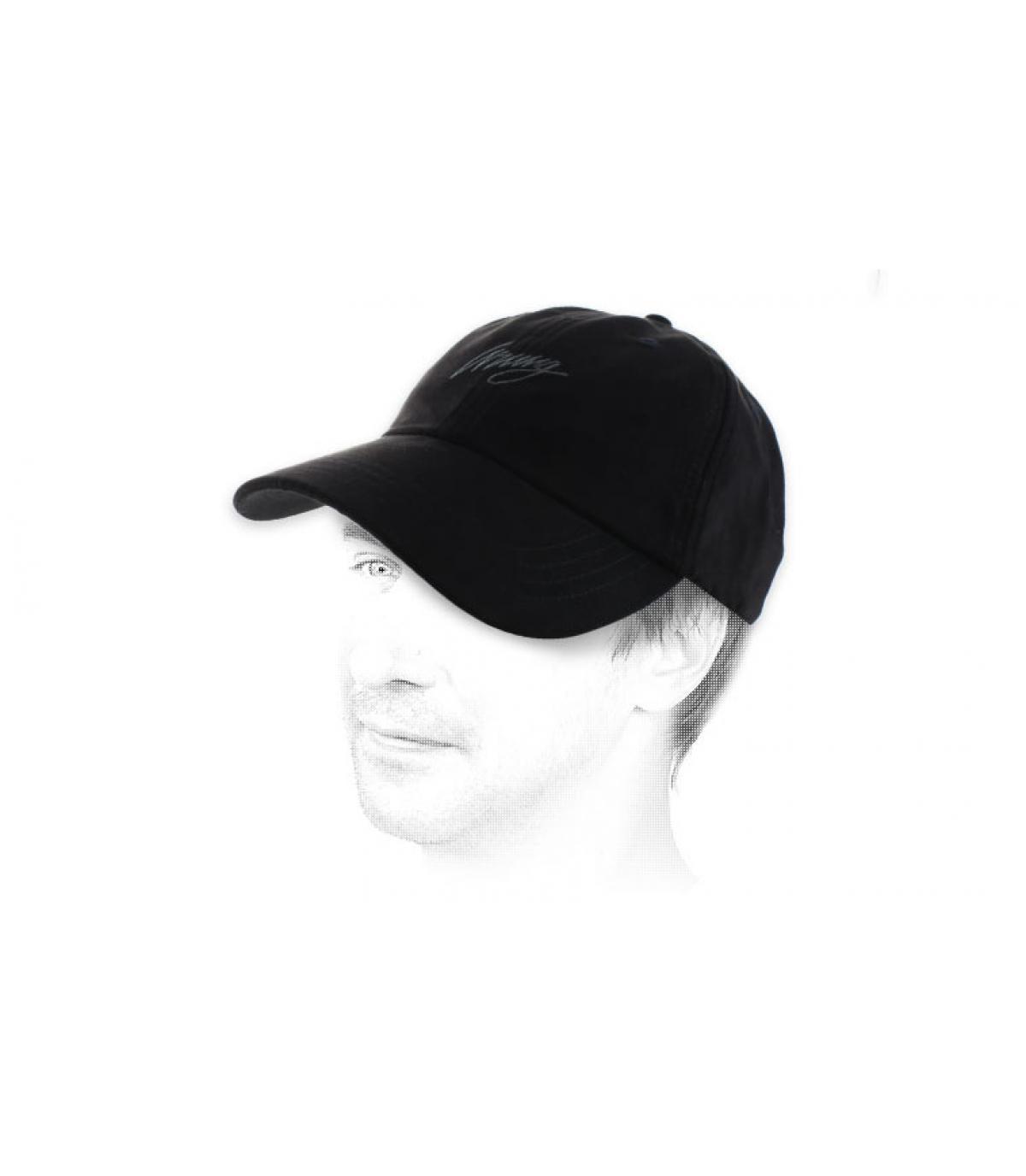 curva gorra ante negro