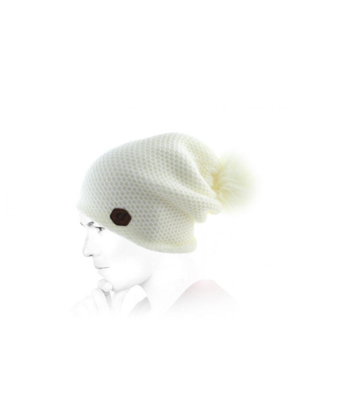 gorro largo blanco pompón