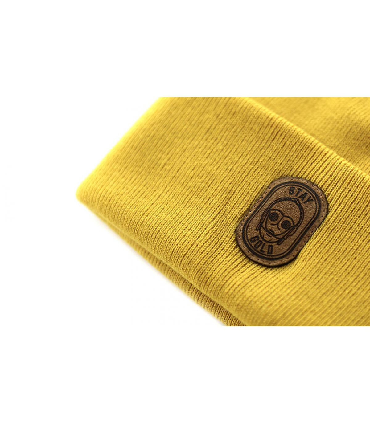 Detalles Beanie Stay Gold mustard imagen 3
