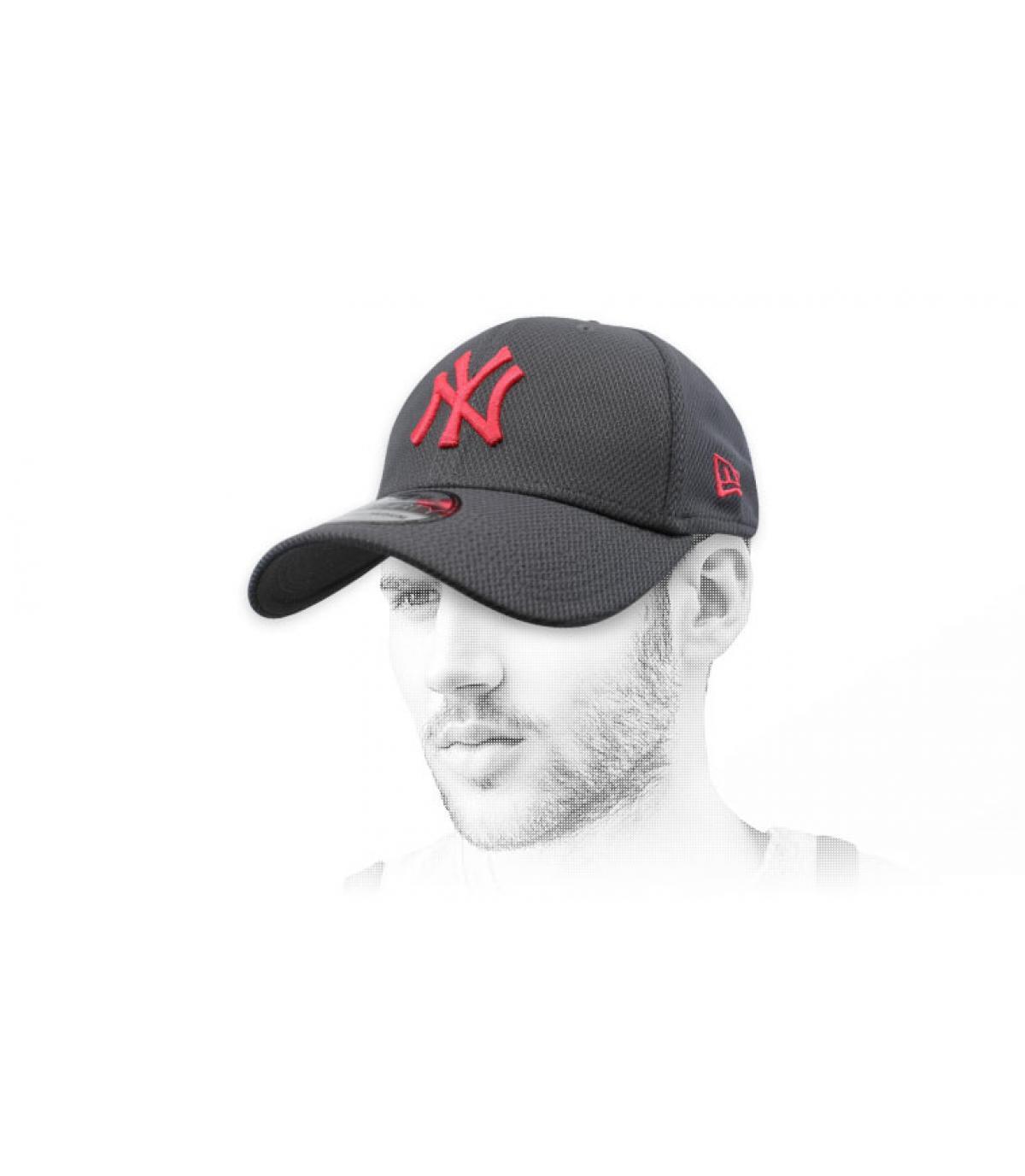 gorra NY gris rojo